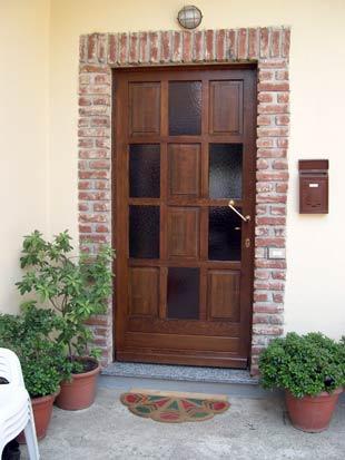 Artekna falegnameria costruzioni in legno su commessa - Portoni di casa ...